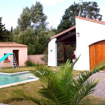 Vue on Terrasse and pool in our villa in Cazilhac