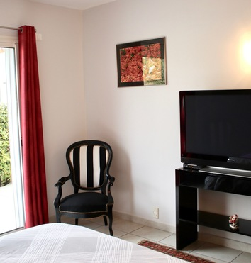 Suite with large Plasma screen and French and International Satellite TV